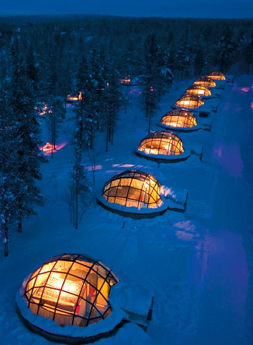 c0urtneys:renting a glass igloo in Finland to sleep under the northern lightsthe privacy here is thru the roof…